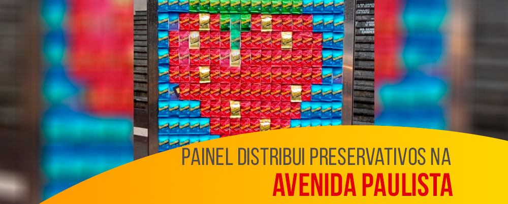 Painel distribui preservativos na Avenida Paulista