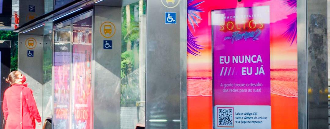 Campanha OOH tem abrigo de ônibus com jogo interativo