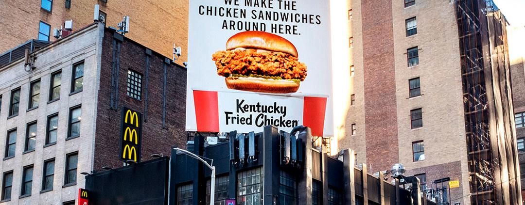 Outdoors do KFC querem atrair clientela da concorrência