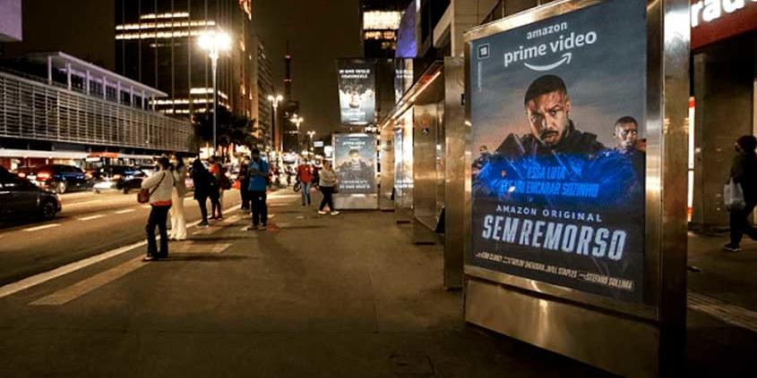 Tecnologia permite variação de mensagens em abrigos de ônibus