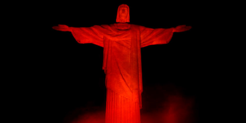 Com iluminação laranja, Cristo Redentor celebra Dia do Gari