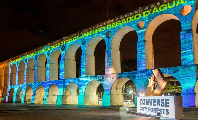 Projeções em monumentos conscientizam sobre o aquecimento global