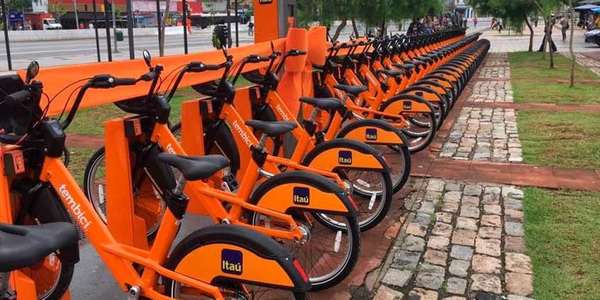 Movimento facilita a vacinação entregando viagens de bicicleta