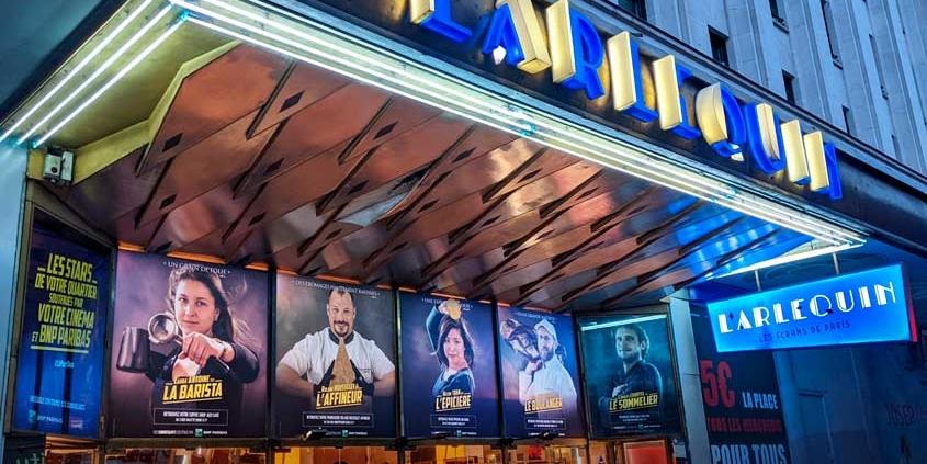 Telas OOH em fachadas de cinemas divulgam pequenos negócios